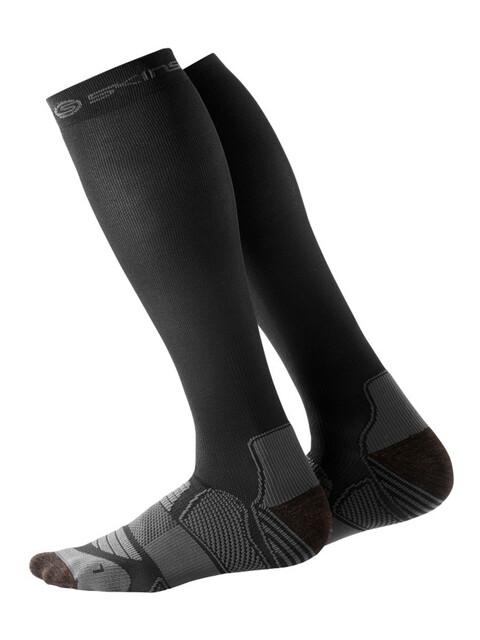 Skins Essentials Active Compression Skarpetki do biegania Mężczyźni czarny